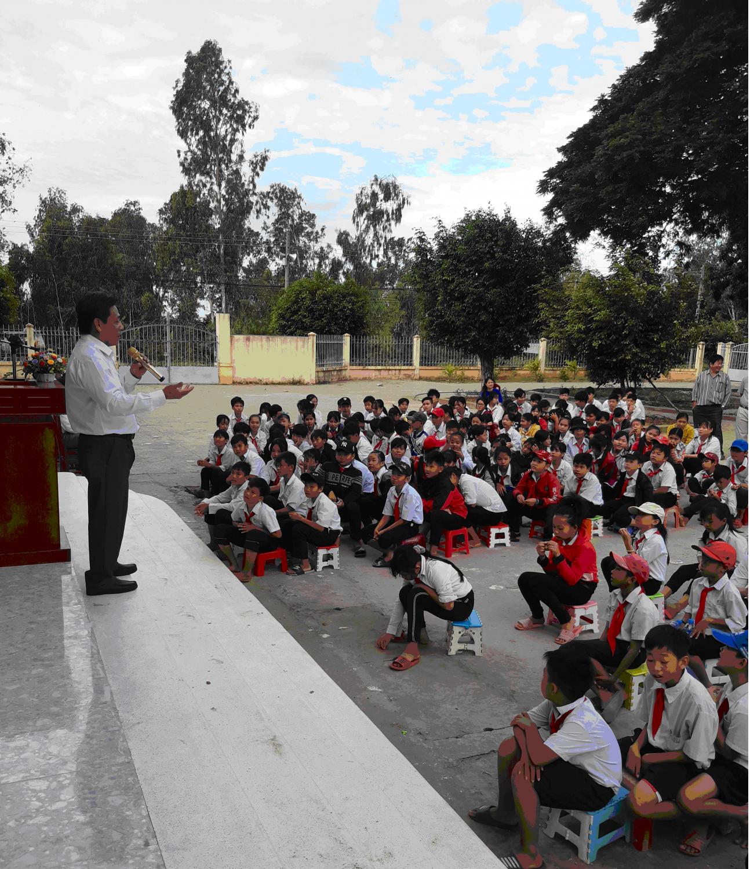 Học sinh tham dự nghe phổ biến, giáo dục pháp luật