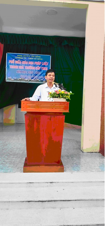 Thầy Nguyễn Tấn Công trưởng phòng giáo dục và đào tạo