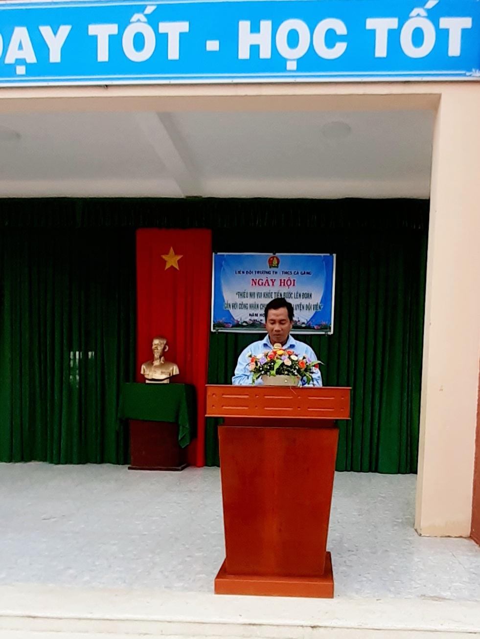 Thầy Nguyễn Thành Tấn TPT Đội phát biểu khai mạc ngày Hội